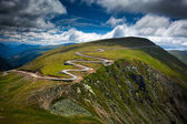 Winding road on mountain — Stockfoto