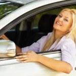 hermosa chica disfrutando de su nuevo coche — Foto de Stock   #5960237