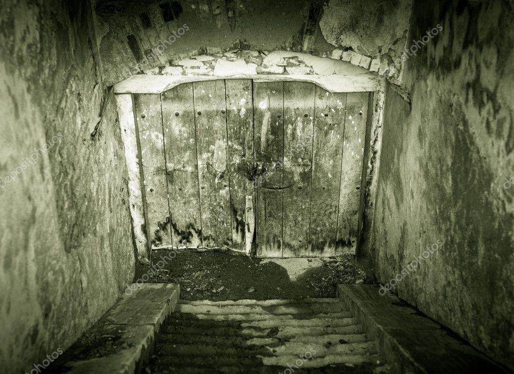 entr e sous sol grunge photographie xalanx 9466141. Black Bedroom Furniture Sets. Home Design Ideas