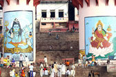 Gente se reúne para una ceremonia religiosa en uttar pradesh — Foto de Stock