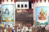 Ludzie zbierają się na ceremonię religijną w uttar pradesh — Zdjęcie stockowe