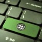 Go green keyboard key with globe icon, environment background — Stock Photo
