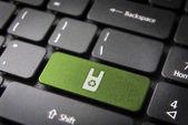 Grüne taste mit recycling-kunststoff-symbol — Stockfoto
