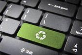 Recyklingu klawisz na klawiaturze, tła środowiska — Zdjęcie stockowe