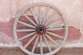 Alte hölzerne die wagon wheel — Stockfoto