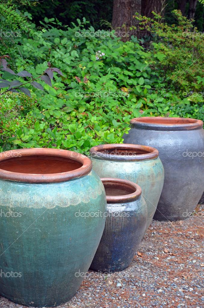 Big Empty Backyard : Duzy niebieski pusta donice ogrodowe ? Zdjecie stockowe ? montana