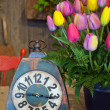 Tulip bouquet and clock — Stock Photo