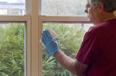 Cleaning the windows — Stock Photo