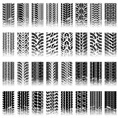 Set of tileable tire track patterns — Stock Vector