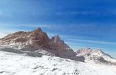 Berg täckta av snö — Stockfoto