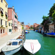Aquamarine canal with boats in Venice - Стоковая фотография