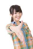 タイの魚の肌の白い皿にサラダ年轻的亚裔女子握手. — 图库照片