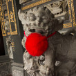Chinese temple lion statue — Stock Photo