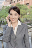 Asian business woman talking on smart phone — Stock Photo