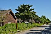Holzhaus und street — Stockfoto