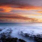 Puesta de sol de la costa de arrecifes de coral — Foto de Stock