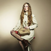 Portrait of a beautiful young woman with a handbag — Stock Photo
