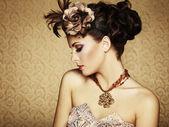 美しい女性のレトロな肖像画。ビンテージ スタイル — ストック写真