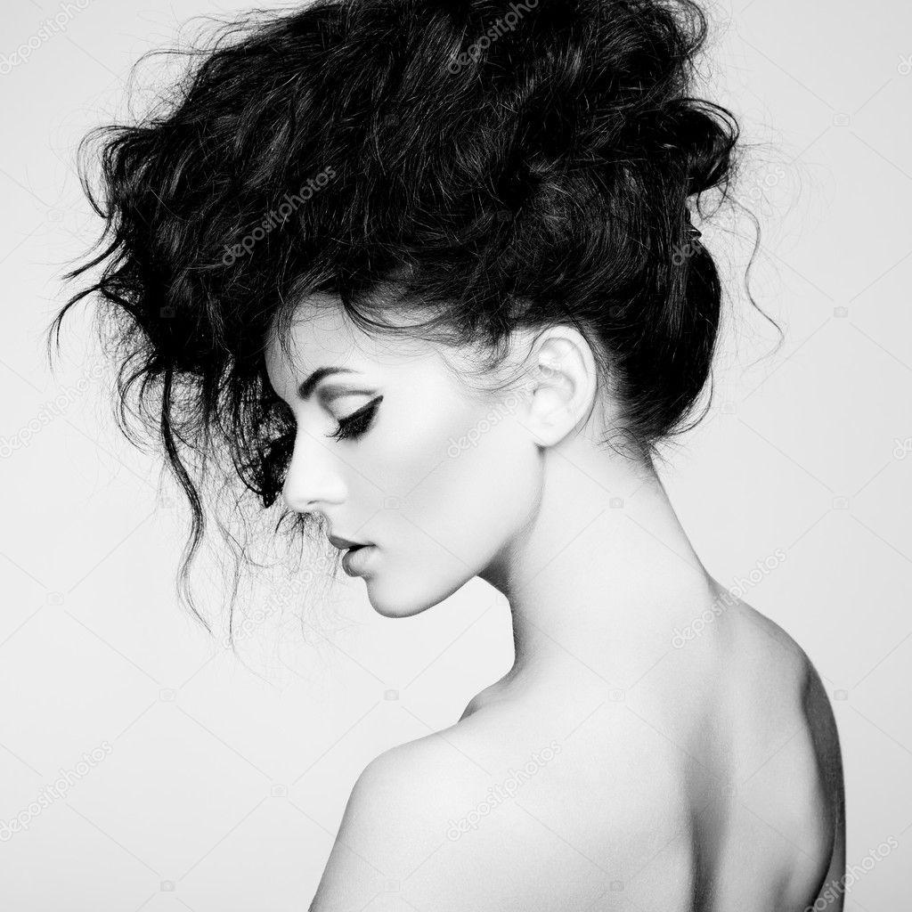 photo noir et blanc de belle femme avec des cheveux magnifique photographie heckmannoleg. Black Bedroom Furniture Sets. Home Design Ideas