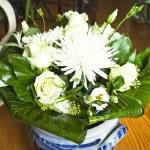 White flowers — Stock Photo #13298371