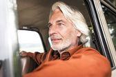 Mannen i sin bil — Stockfoto
