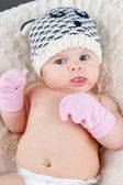 Baby with tuque and mittens — Stock Photo