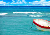 Boat on tropical sea — Stock Photo