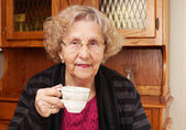Seinor woman with cup of tea — Fotografia Stock