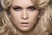 Glamour woman model with sexy evening make-up, curly blond hair & chic shiny jewellery. Accessories: gold earrings with brillian. Fashionable close-up portrait — Stock Photo