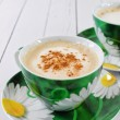 Cappuccino in green cup — Stockfoto