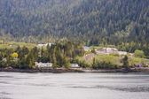 Homes Along Alaskan Shore — Stock Photo