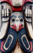 Bird-Like Totem on a Carving — Stock Photo