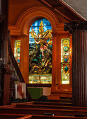 Målat glas inne i kyrkan — Stockfoto