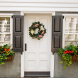 Flower Boxes and Wreath on Nice Small Home — Stockfoto