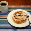 Cinammon Roll and Coffee — Stock Photo