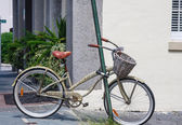 Old Bike with Basket Locked to Pole — Stock Photo