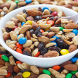 Trail mix in witte kom — Stockfoto