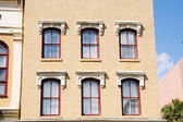 Red Windows in Old Brown Brick Building — 图库照片