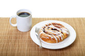 Cinnamon Roll and Coffee — Stock Photo