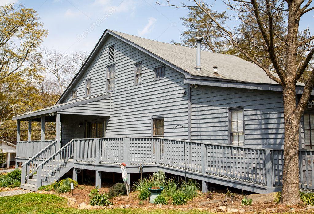 Maison bardage gris avec rampe pour fauteuil roulant - Maison bardage bois gris ...
