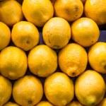Stack of Lemons at a Fruit Market — Stock Photo