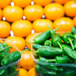 Green and Yellow Peppers in Market — Stock Photo