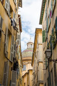 Colorful Dome Past Alley — Stock Photo