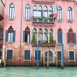 Old Pink Building on Venice Canal — Stock Photo