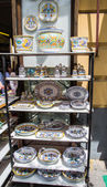 Italian Pottery on Store Shelves — Stok fotoğraf