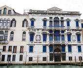 Windows Covered with Blue in Venice — Foto de Stock