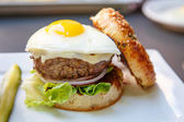Burger Topped with Fried Egg — Stock Photo