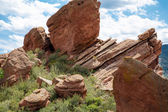 Hill of Grass and Red Rock Boulders — Stock Photo