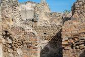 Broken stone and brick walls in Pompeii — Foto Stock