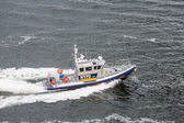 NYPD Boat Cruising Through Harbor — Stock Photo
